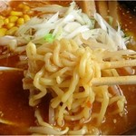 山形らーめん天童 - 麺のアップ