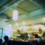 ゆっくりとカフェ - 厨房がいい感じ。