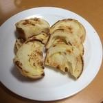 30492777 - ラウンド食パン(チーズ入り)をフライパンで焼きました。