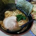 麺屋台 横綱家 -        ラーメン(700円)、半ライス(100円)、キャベチャー(200円)