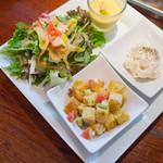 シロガネバル ギンザボデガ - ランチに付く前菜とスープ