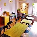 キラキラキャッチン - 2階はテーブル席*春は窓から桜がみえます^^