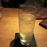 DiningBar - 一軒目でもうお酒が入ってたんで此処では私はジントニックで乾杯です。