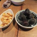 DiningBar - 食事も終らせてたんでこの店でなナッツとフルーツをつまみながら話が弾みました