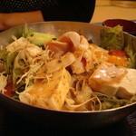 讃岐せんぬき屋 - 料理写真:豆腐とキチンの胡麻だれサラダ