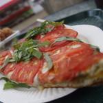 Big Wave Tomato - フレッシュバジルトマトピザ