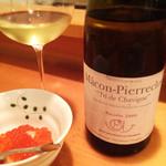 30509901 - イクラをタップリの一口ご飯と白ワイン