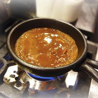 近江屋のカレーは全てアツアツ・グツグツの土鍋カレーです!!