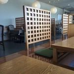 レストラン岡崎 - ゆったりした造り