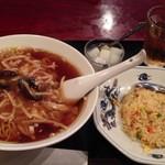 唐安楼 - 肉ときのこラーメン+半チャーハン 700円、デザートは杏仁豆腐風