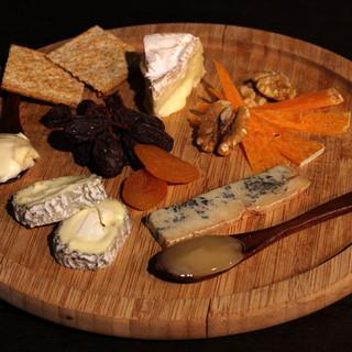 チーズ常時40種類◎目で見て、食べて、楽しめる♪