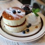 elk - elk特製ブルーベリーとたっぷり濃厚チーズのパンケーキ☆