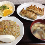 30514627 - 餃子と炒飯セット。