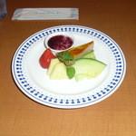 30516149 - パンナコッタとキャラメルケーキ ブルーベリーソース