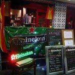 BAR MAR 北梅田店 - お店の左側です。Heinekenのブースのようになっていますね。ビールはハイネケンなのかな?