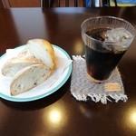 ピニョン - 雑穀パン+アイスコーヒー
