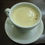 ホリーズカフェ - ロイヤルミルクティー ホット 310円