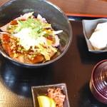 30524323 - 飛騨牛ローストビーフ丼1700円