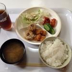 30525244 - まず一皿目!シュウマイ、薩摩揚げ、カキフライ、ご飯と味噌汁