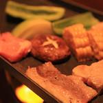 くら 料理酒処 - 鉄板焼き三種 むつみ豚、見蘭牛、高森牛