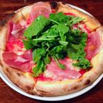 ろっこ - パルマ産生ハムとルッコラのピザ
