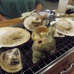 浜焼太郎 - それをイワタニの炉端大将というコンロで焼き上げますw