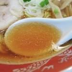ラーメン専門 くぼ田 - 醤油ラーメンのスープ