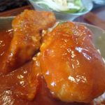 30528513 - 紅の豚カレー、あえてトロトロに煮こまず食感を残したヘレ!