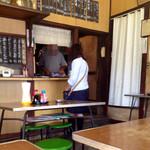 名糖食堂 - ヤクルトお姉さんと話す店主