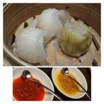 Tono - 海老蒸し餃子(1個250円)・・美味しい海老餃子です。 焼売(1個300円)・・普通らしい。