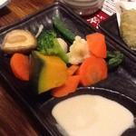 全席個室 × 肉寿司食べ放題 はるか - バーニャカウダ 924円