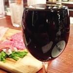 池袋ワイン倶楽部 - ワインがなみなみに注がれます