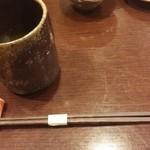 海山 - 冷茶と箸