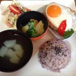 サン・やすらぎ おひさまの部 - 豆腐ハンバーグランチプレート 800円 プラス100円でドリンクが付けられる!