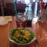 30539273 - サラダと、税込324円追加して注文したコーラ