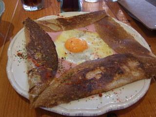 バリサイ カフェ - 卵とハム チーズのガレット(税込734円)