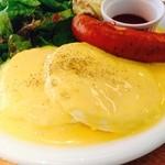 ベリーファンシー - チェダーチーズソースのパンケーキ