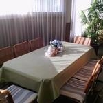 プチ フランセ - 8人掛けのビッグテーブル