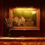 スプレンディード - フロントの絵画 :ハーマン・コッホ (1900年代初頭) パブリックスペースの美術品は、総数約450点。