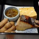 佐原 千与福 - じゅんさい、玉子焼き、鱸の西京味噌漬け、茹で落花生