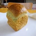 手作りパンのお店 アンダンテ - 小松菜ブレッド