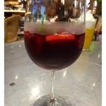 30549795 - 3名が「サングリア」を。軽めで飲みやすいそうですよ。