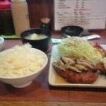 花鶴 - 鶏ミンチカツとエビフライの定食¥900(その1)
