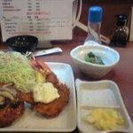 花鶴 - 鶏ミンチカツとエビフライの定食¥900(その2)