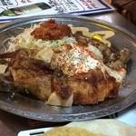 墨国回転豚料理 - 墨国回転鶏1羽1600円