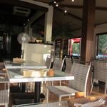 30555455 - リゾート感覚あふれる店内はハワイアンのBGMも流れとっても開放感がありました。