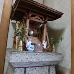 30555711 - 謎のミニ神社があります