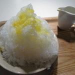 オン・サンデイズ - かき氷:夏みかん+パイン 750円