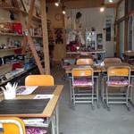 レン - 学校の机と椅子が懐かしい