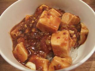 真心 - ランチ麺セットには全て白飯が付いておりますが、 今回は+150円でマーボー丼にしてみました。 これもほとんど辛くない麻婆豆腐ですが、中国山椒が少々効いてるのが本場っぽいですね。